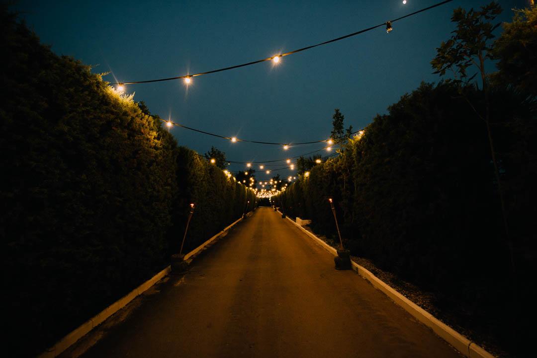 Entrada nocturna Hacienda La masía