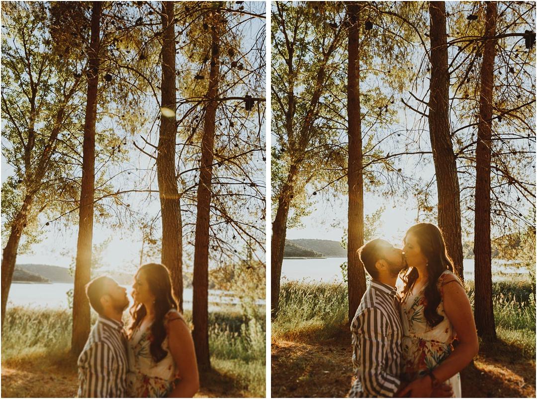 pareja besandose en lagunas de ruidera, ciudad real