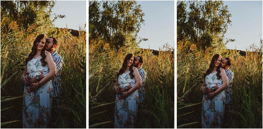 fotos de una pareja andando por las lagunas de ruidera, ciudad real