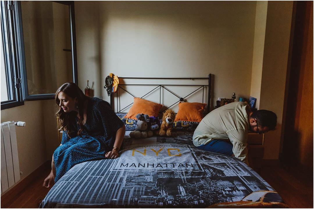 una pareja en casa de ciudad real