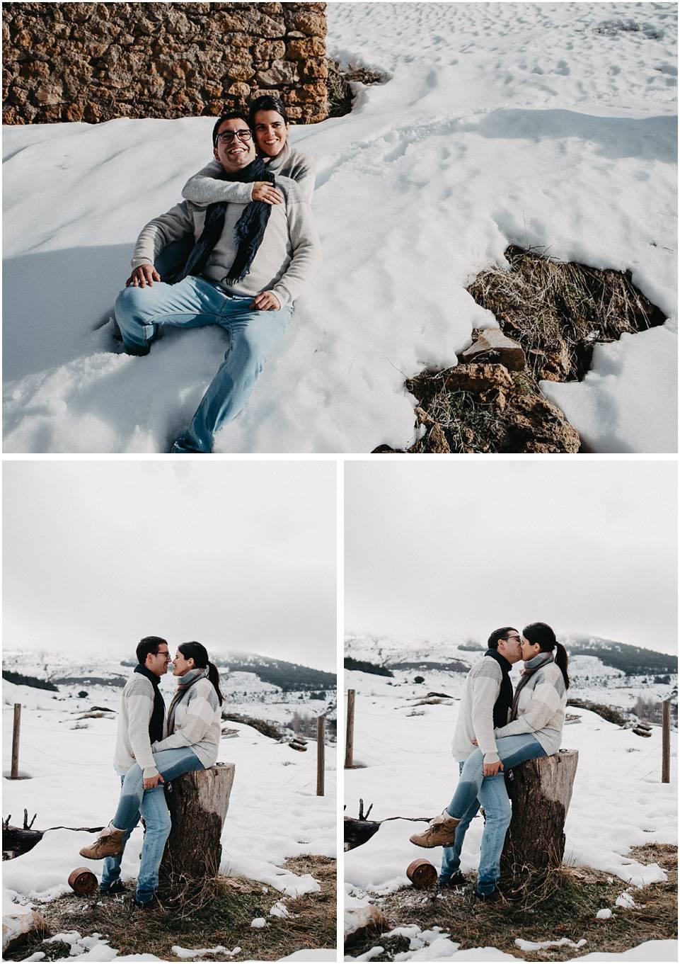una pareja en la nieve