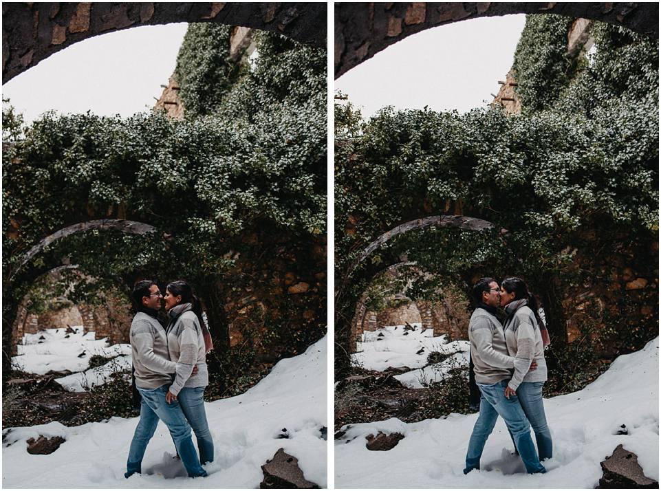 pareja besandose en la nieve