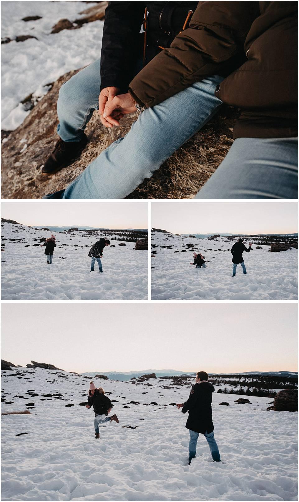 pareja jugando en la nieve